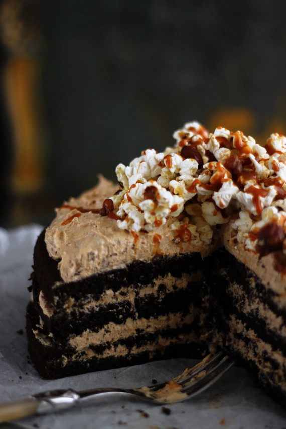 Vegan Chocolate Cake with Biscoff and Chai-Spiced Buttercream 4